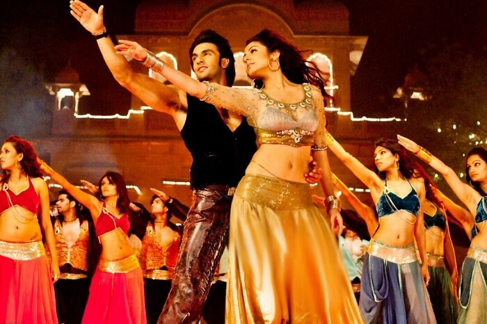 Anushka and Ranveer dancing at the destination wedding at Lallgarh Fort in the movie Band Baaja Baaraat