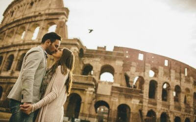 A couple kissing in front of Colosseum