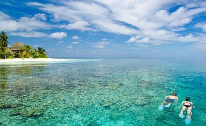 Couple snorkeling maldives beach