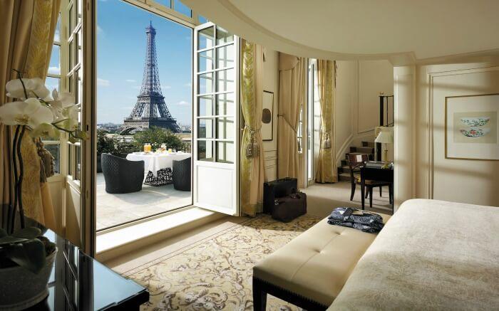 Suite in Shangri La Hotel