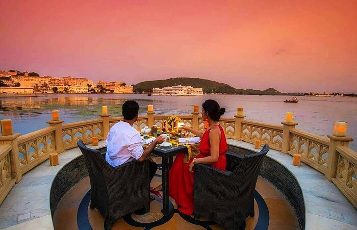 Couple on a Udaipur honeymoon