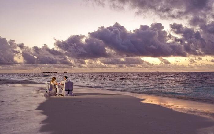 Beach on vabbinfaru maldives