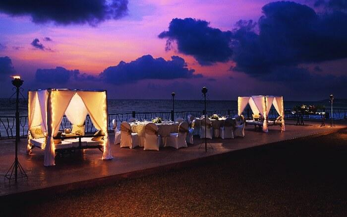 Elegant wedding decor in Vivanta by Taj