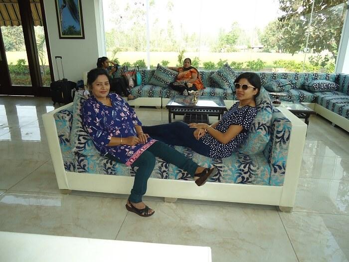 lobby posers