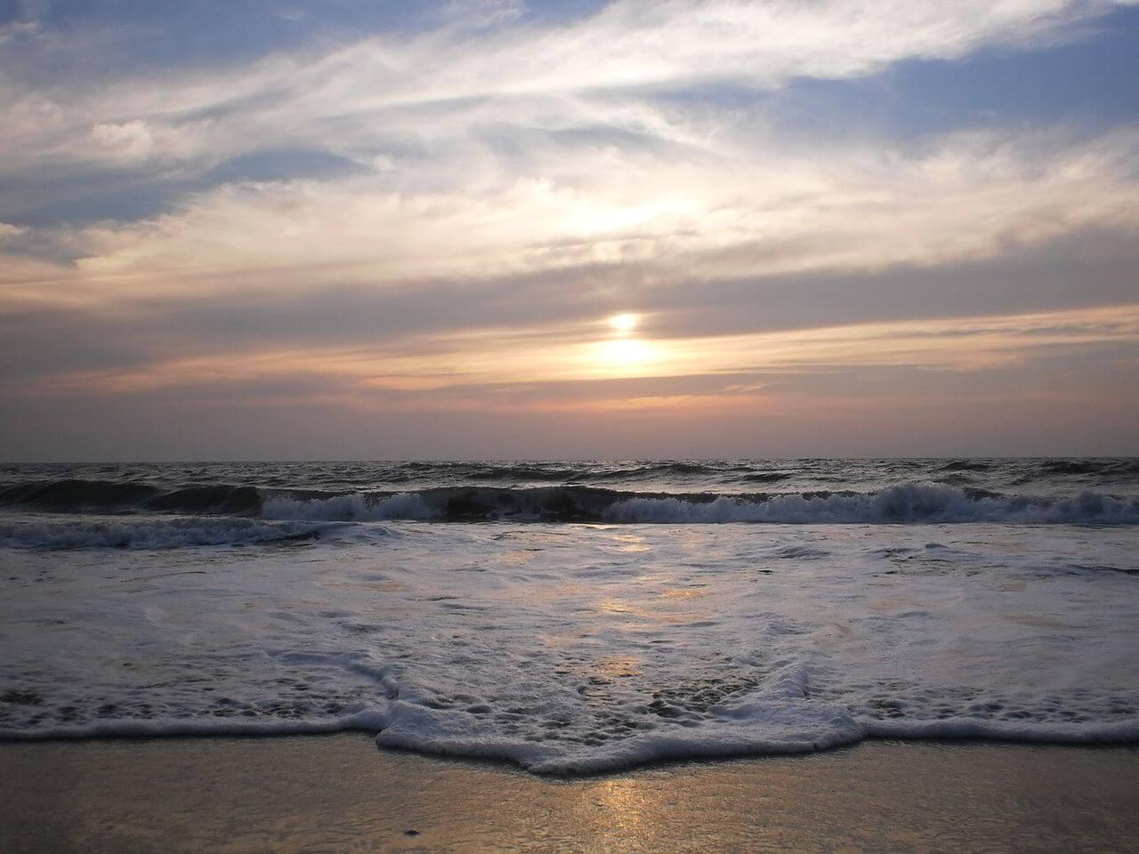 Sunset-at-cherai-beach-in-kerala-india