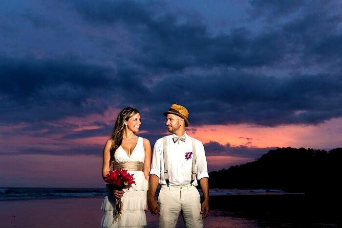 romantic couple in Costa Rica