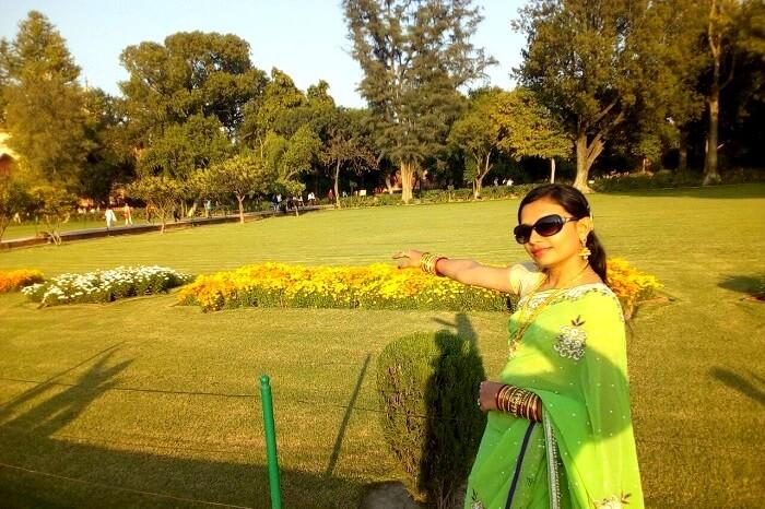 outside the gardens of Taj Mahal