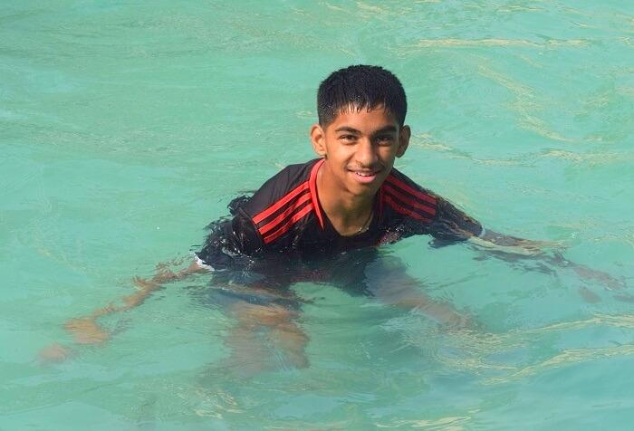 kid enjoying in the pool at jim corbett