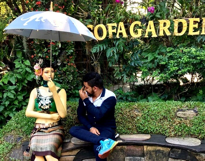 clicking pictures in safari world
