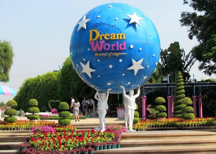 entering the dreamworld park