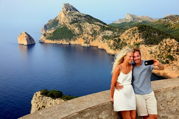 Couple clicking pciture in majorca
