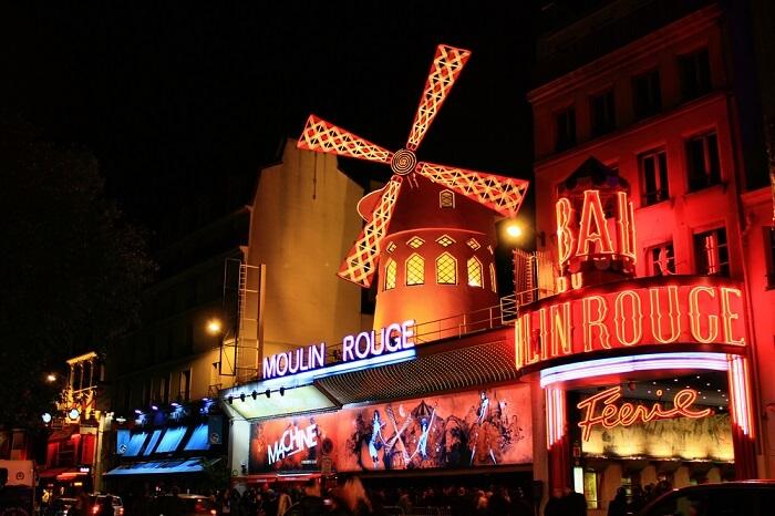 famous cabaret in paris