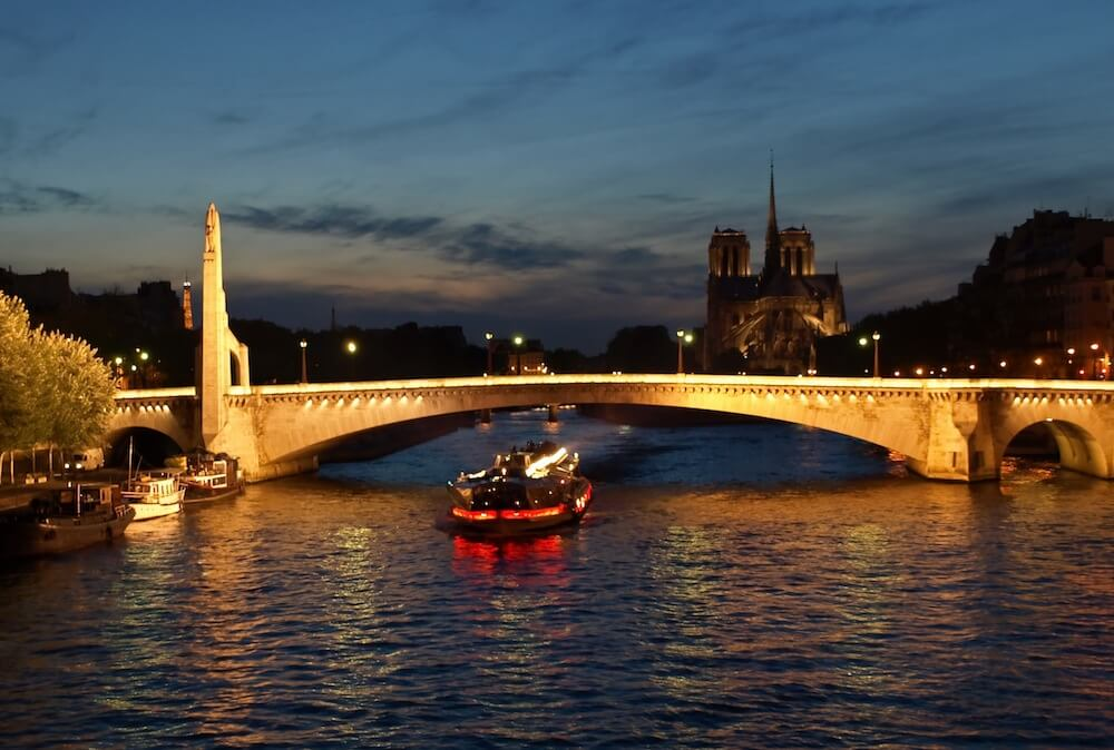 Dinner cruise on Seine River