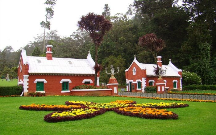 colonial style buildings in Botanical Garden