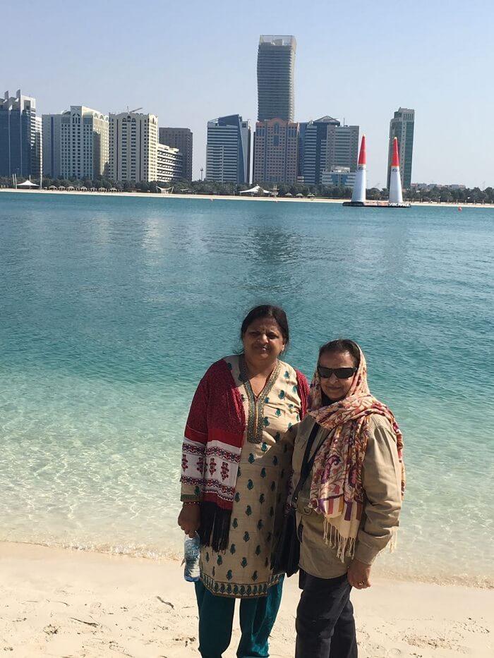 family on a dubai city tour