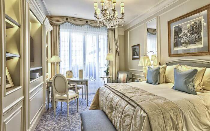 romantic places to stay paris