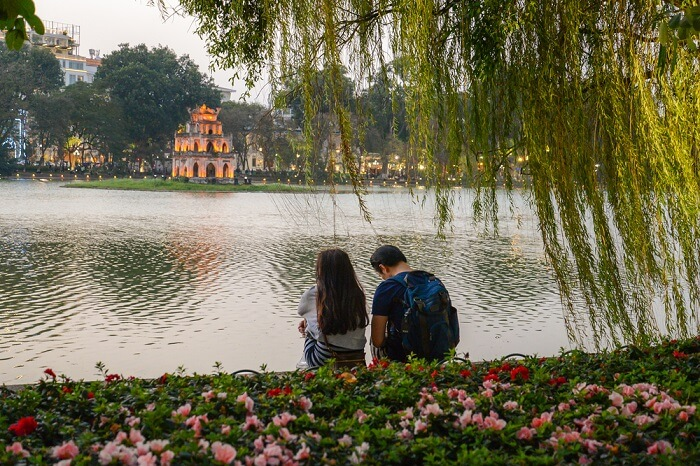 shutterstock_598382717-kw-200417-A couple looking at Turtle tower in the center of Hoan kiem lake at sunset