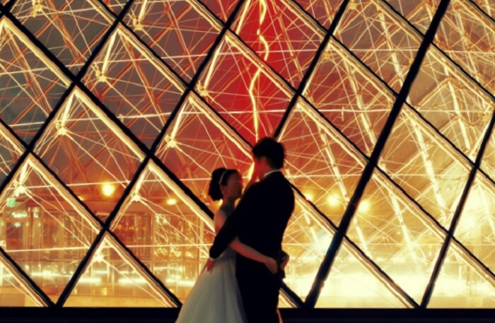 couple in the louvre