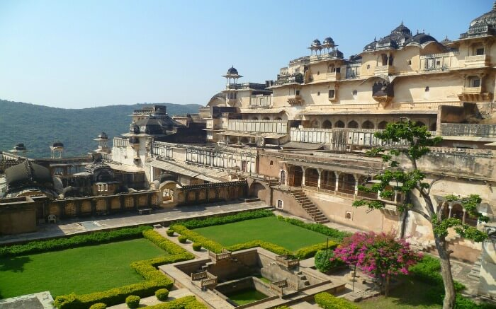 Bundi Palace with a landscaped garden in Bundi