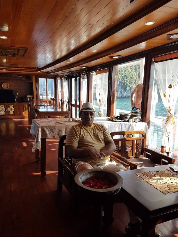 halong bay cruise room