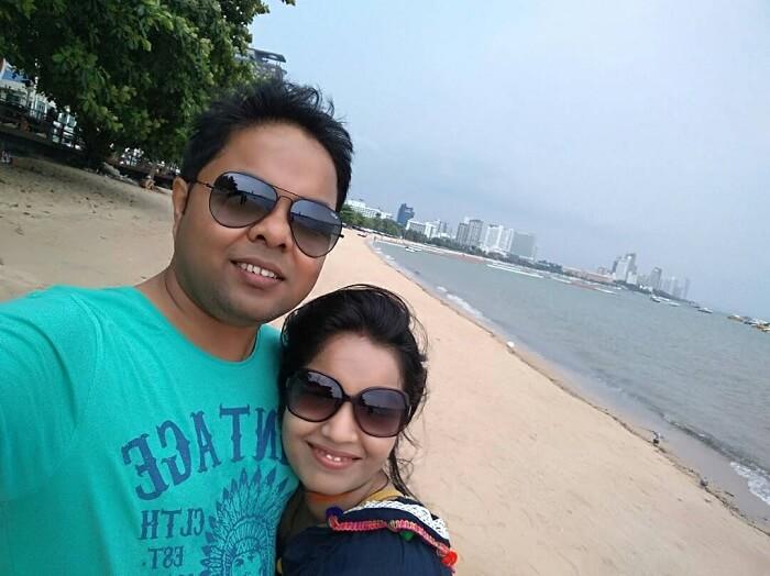 couple on a romantic trip to bangkok