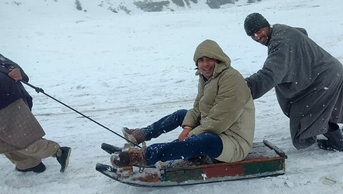 sledge ride in sonmarg