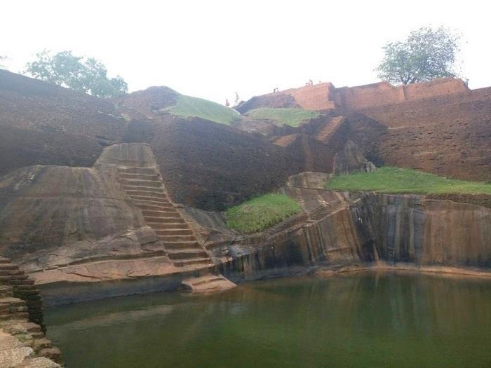 sigiriya fort well
