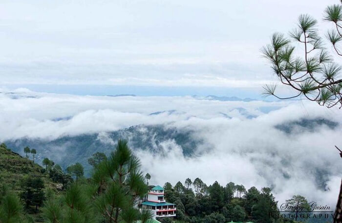 Lansdowne Cloudy Mountains View