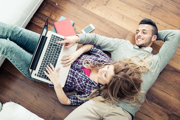 couple booking honyemoon
