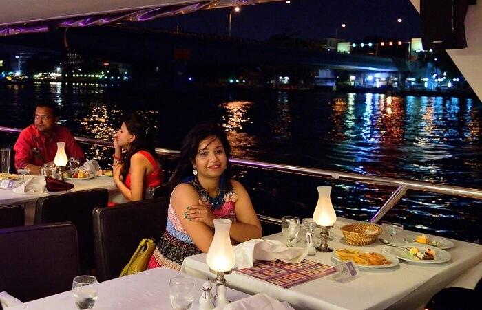river cruise view in bangkok