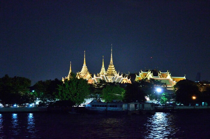 sightseeing on the river cruise in bangkok