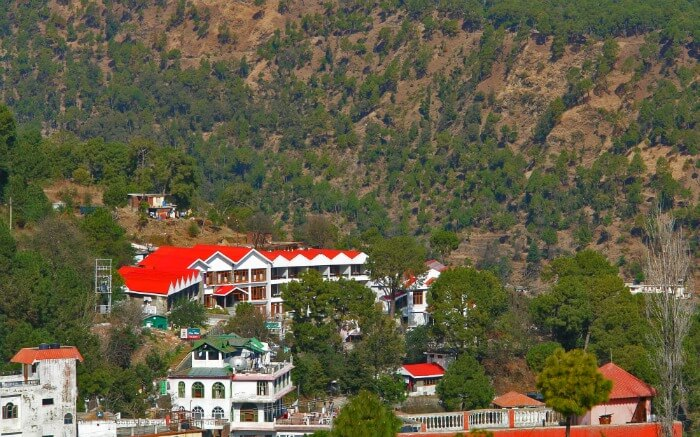 hotels in the hills of Barog