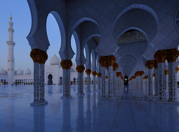 A shot of the Sheikh Zayed Grand Mosque at Blue Hour on a Gulf Photo Plus tour