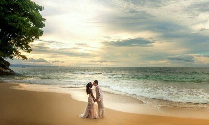 couple in puerto viejo on beach