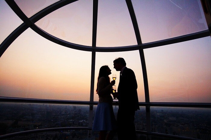 couple at the London eye