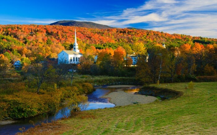 A beautiful park view in Vermont during autumn