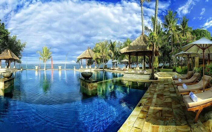 An infinity pool overlooking Kuta Beach