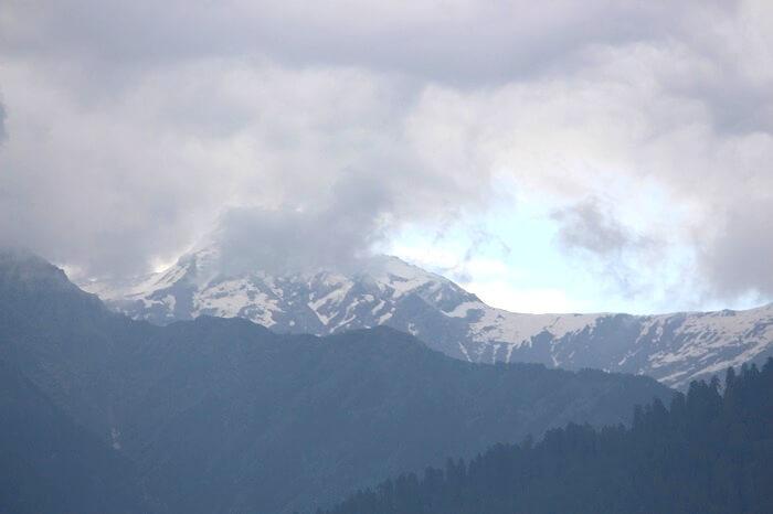 snow capped peaks in Manali