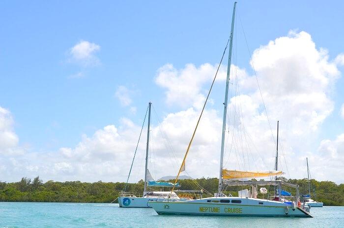 boat cruise in mauritius