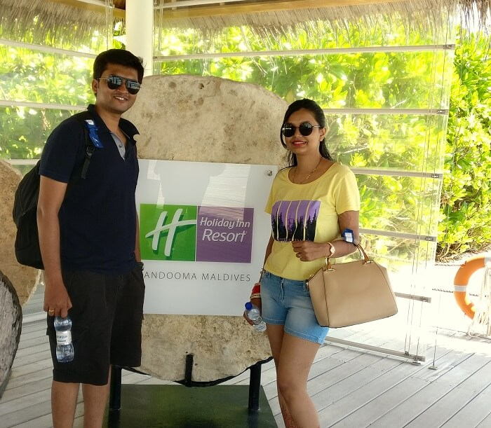 couple in holiday inn resort maldives