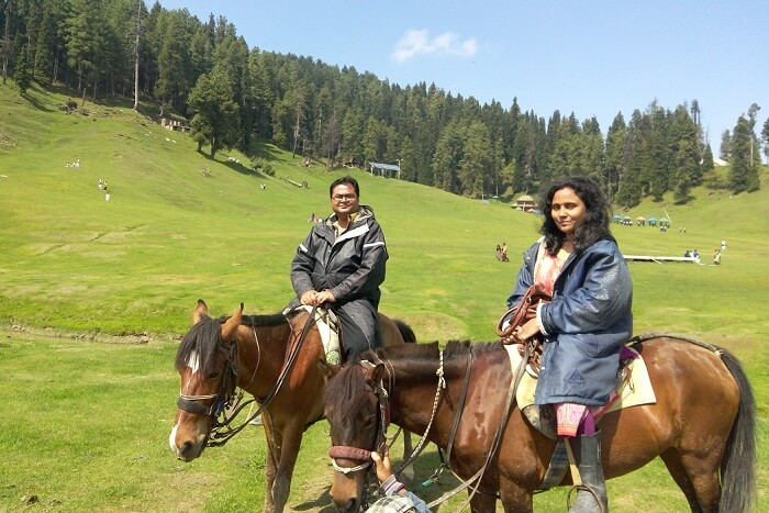 rakesh and his wife take a ride in gulmarg