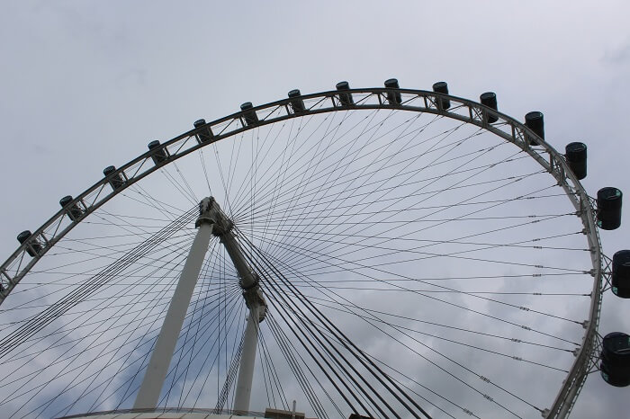 singapore flyer from close