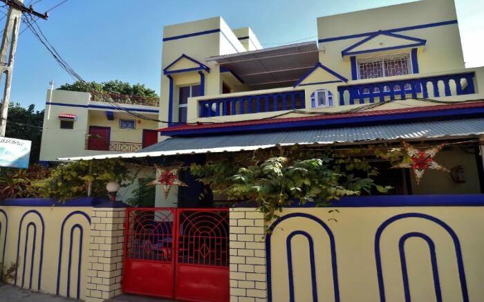 Main entrance of Heranca Goesa homestay in Diu