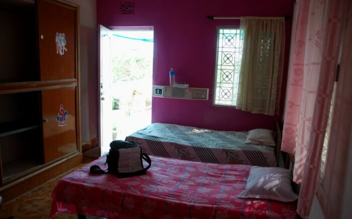 Well laid-out room of Heranca Goesa homestay in Diu