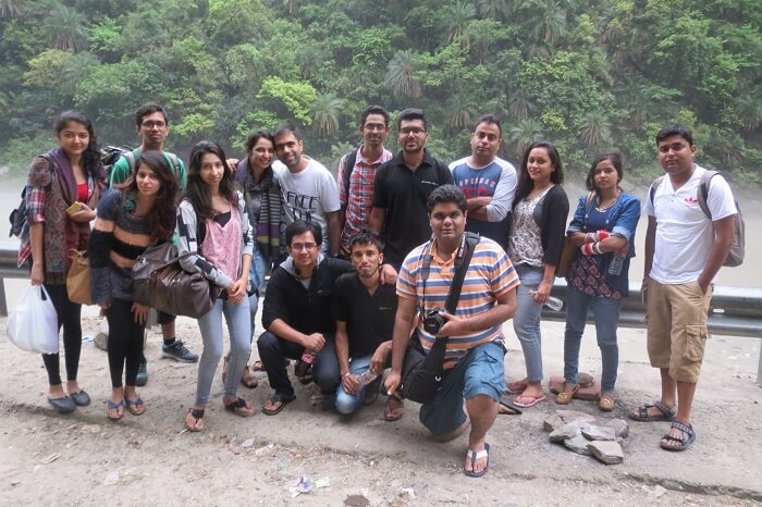 A group of travelers pose for a group photo on one of the weekend trips from Delhi to Tirthan Valley