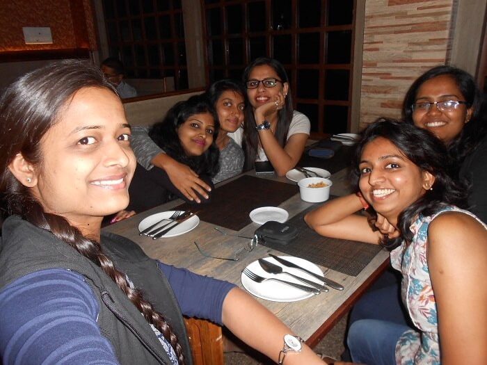monali and friends at cafe