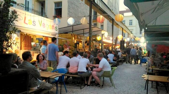 outdoor cafes in budapest