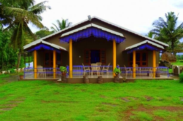 Namanvana Homestay building with a huge lawn