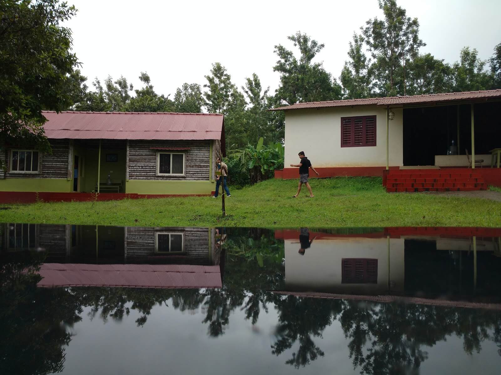 Prakruth Homestay situated near a lake