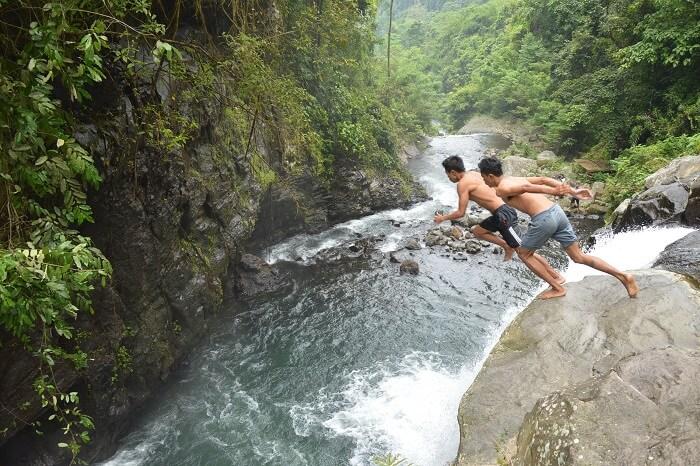 go diving while on a hiking tour of sambangan